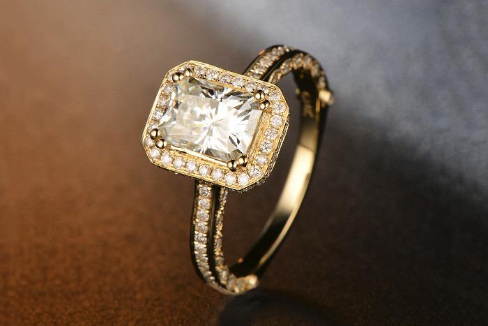 Кольцо из желтого золота от Cai Mao