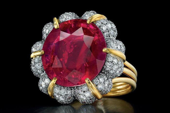 Кольцо Verdura с рубином Jubilee Ruby весом 16 карат