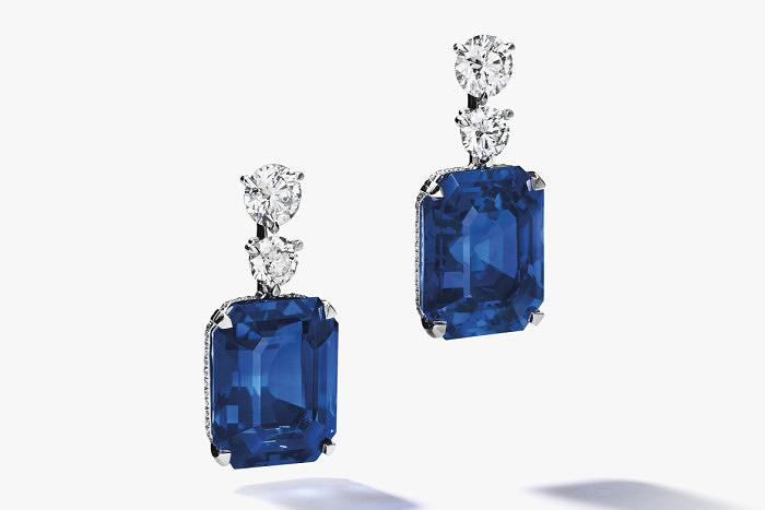Исключительные серьги с бриллиантами и сапфирами от David Morris. Предварительная стоимость от 1,2 до 1,8 миллионов долларов.