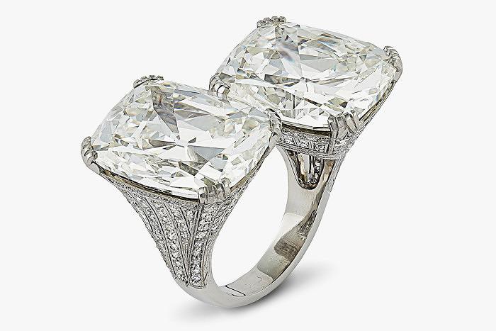 Кольцо Hancocks с двумя бриллиантами по 20 карат каждый