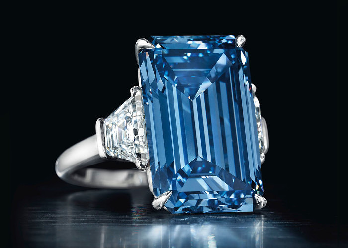 Кольцо с фантазийным ярко-голубым бриллиантом Oppenheimer Blue