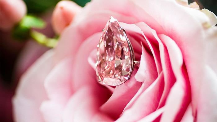Вес бриллианта Unique Pink составляет 15,38 карата