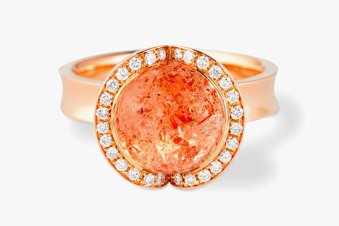 Коктейльное кольцо из розового золота с солнечным камнем от Andrew Geoghegan
