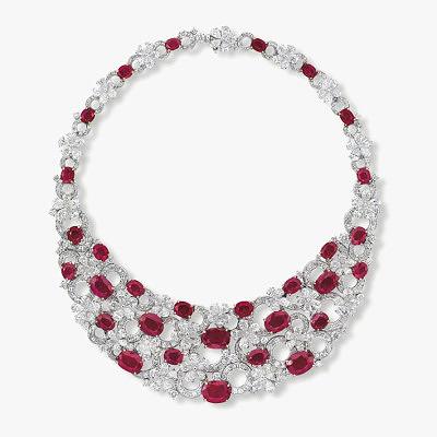 Колье с бриллиантами и 30 рубинами от Bulgari. Предварительная стоимость от 2,9 до 3,6 миллионов долларов