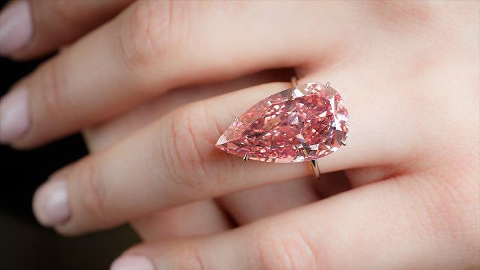 Бриллиант Unique Pink будет выставлен на аукционе Sotheby's Magnificent Jewels and Noble Jewels 17 мая