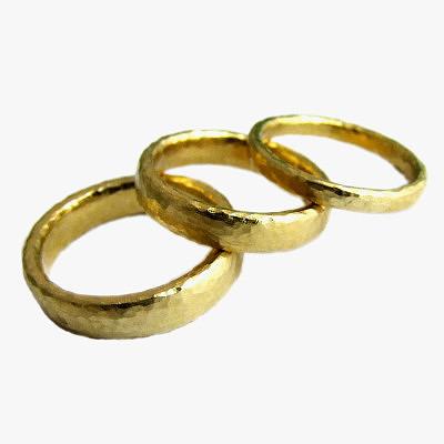 Золотые обручальные кольца Alexis Dove, обработанные с помощью чеканки