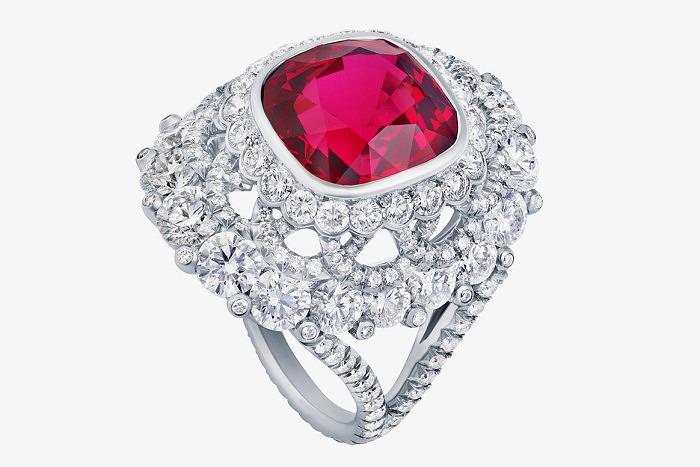 Кольцо с красной шпинелью 7,69 карата из коллекции Devotion от Faberge