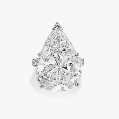 Кольцо из платины и белого золота с грушевидным бриллиантом весом 25,94 карата от Van Cleef & Arpels. Предварительная стоимость от 2,6 до 3,08 миллионов долларов