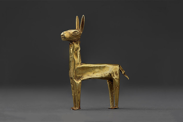Фигурка ламы из золота. 1400-1533 гг. Фото: Daniel Giannoni, Музей золота Перу, Лима