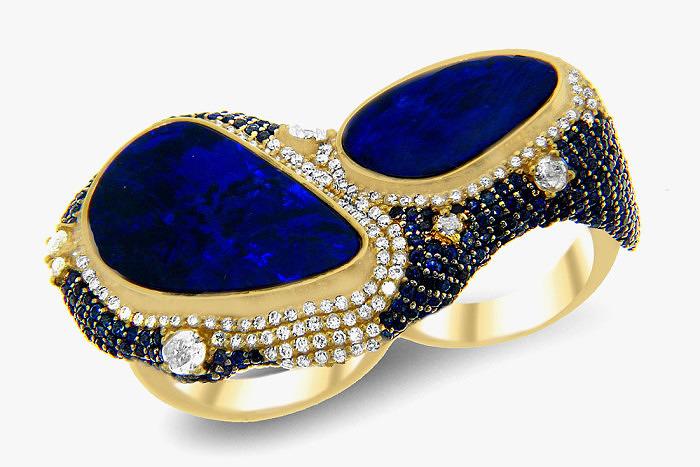 Кольцо на два пальца Doppio Anello с двумя крупными опалами в окружении бриллиантов и сапфиров. Коллекция Portofino от Michael John.