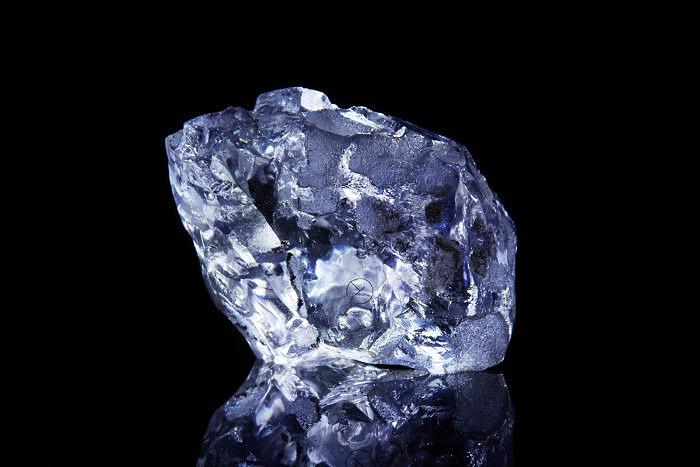 Алмаз весом 9,17 карата, ограненный в бриллиант Argyle Violet весом 2,83 карата