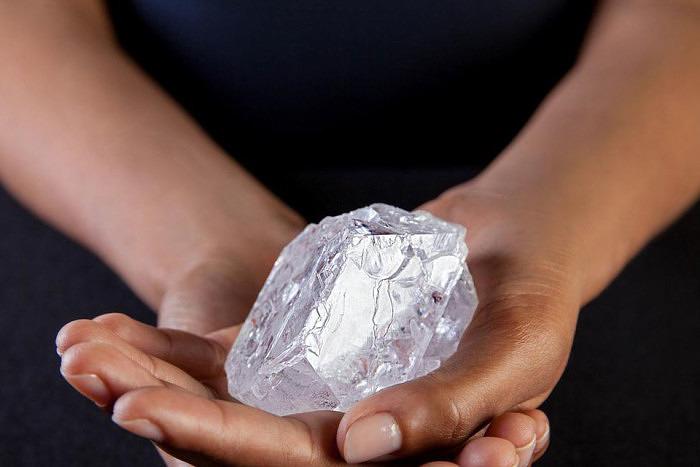 Алмаз Lesedi la Rona весом 1109 карат