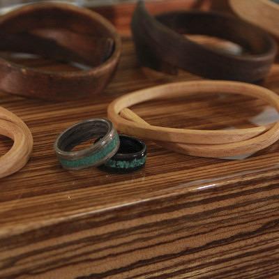 Кольца и браслеты из дерева Fingerwood