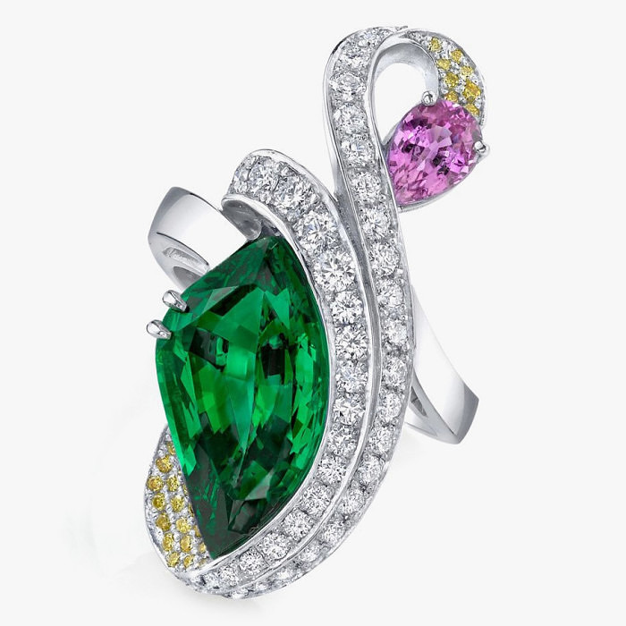 Кольцо с цаворитом, розовым сапфиром от Omi Prive