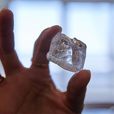 Найденный АЛРОСА алмаз весит 207,29 карата