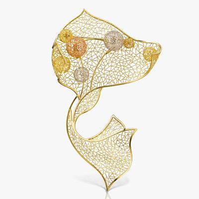 Изящные изгибы, свет и воздушная паутинка узоров из 18-каратного желтого и красного золота с платиной создали брошь Breeze от Baiyang Jewelry