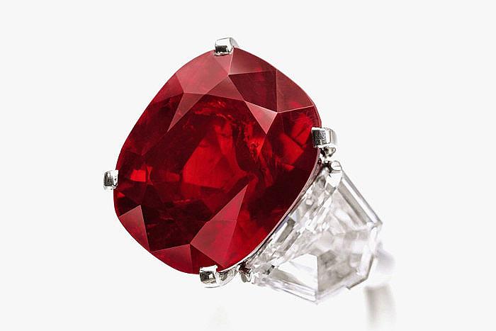 Рубин Sunrise весом 25,59 карата в кольце от Cartier – самый дорогой рубин в мире. Продан за 30 335 698 долларов