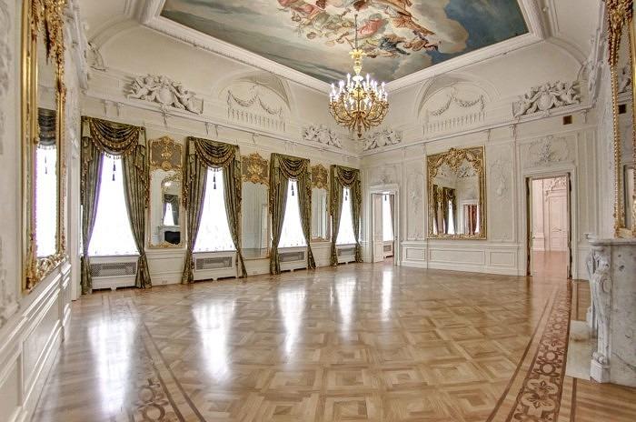 Зал особняка Трубецких-Нарышкиных