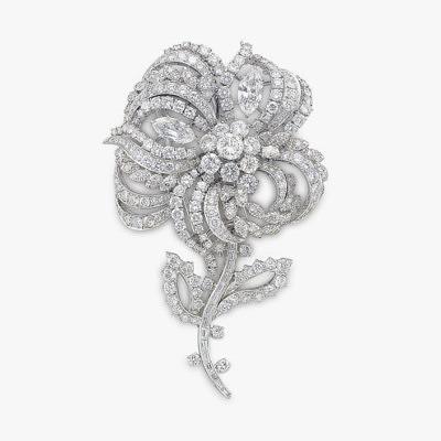 Платиновая брошь-цветок с бриллиантами от Harry Winston. Продана за 75 тысяч долларов