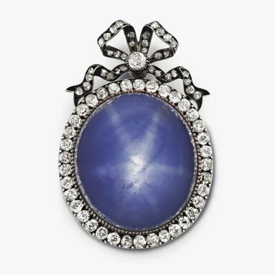 Брошь-кулон Faberge с звездчатым сапфиром и бриллиантами, приблизительно 1899–1903 гг. Продана за 75 тысяч долларов