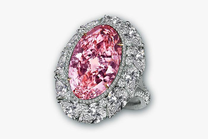 Кольцо Jacob & Co. с розовым бриллиантом весом 12,85 карата