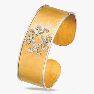 Широкий браслет-кафф от H. Weiss из 14-каратного желтого золота с узором, выложенным бриллиантами