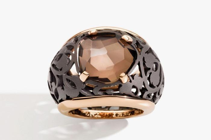 Кольцо из титана из розового золота из коллекции Arabesque Noir от Pomellato