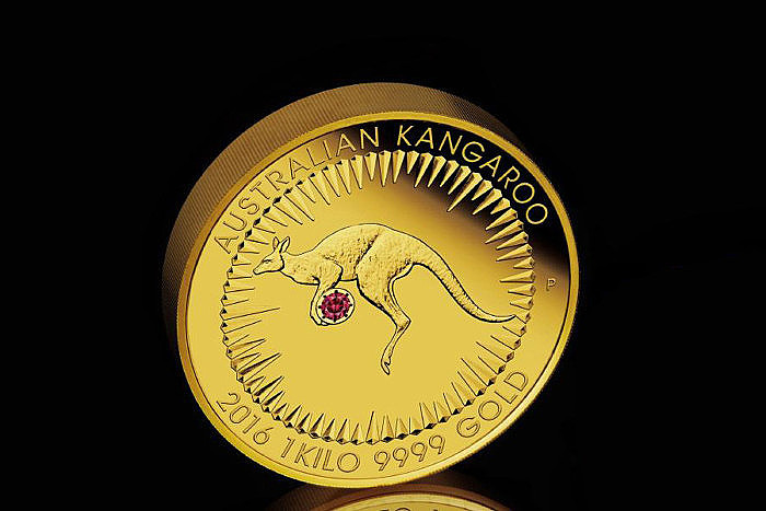 Золотая монета Kimberley Treasure с красным бриллиантом