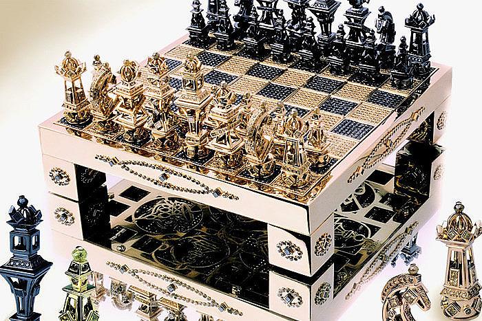 Royal Chess Set выполнены из 1,2 кг золота и 4874 бриллиантов