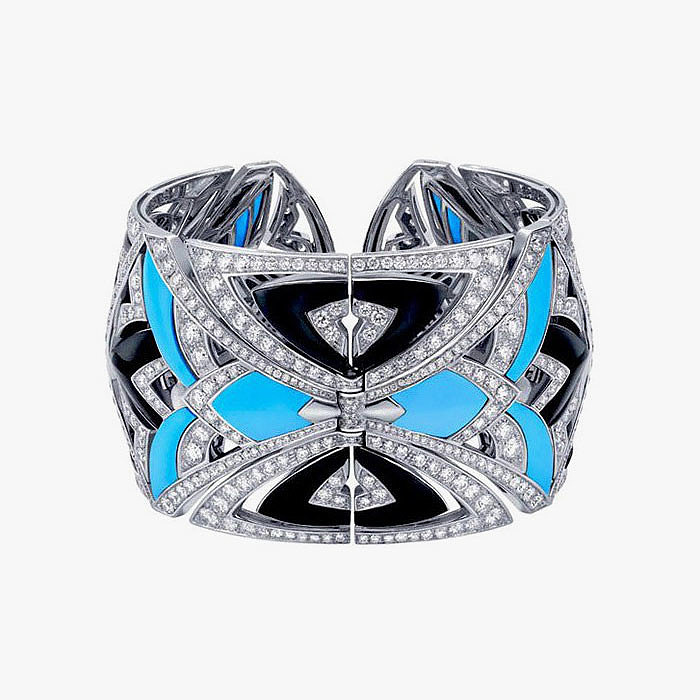 Широкий браслет Bulgari с бриллиантовым паве
