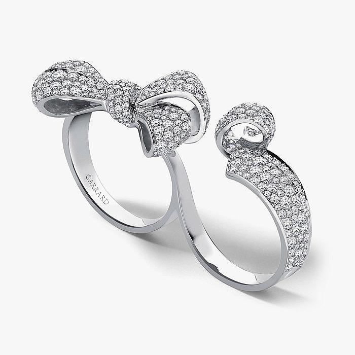 Бриллиантовое кольцо с бантом на два пальца от Garrard