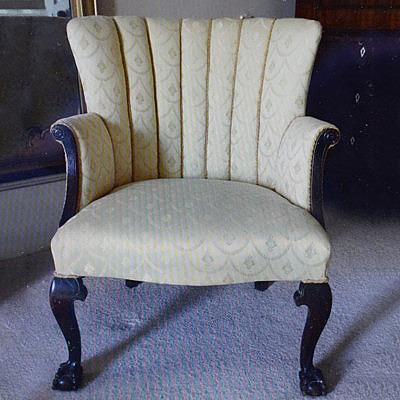 Кресло, купленное за 7 долларов на аукционе 10 лет назад и уже обитое заново