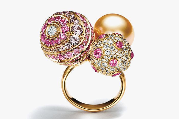 Кольцо из линейки Prism с бриллиантами, сапфирами и жемчугом