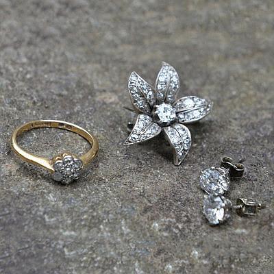 Серьги, брошь-цветок и кольцо