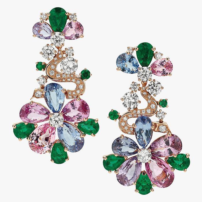 Шпинель, изумруды и бриллианты в серьгах-цветах от Bulgari