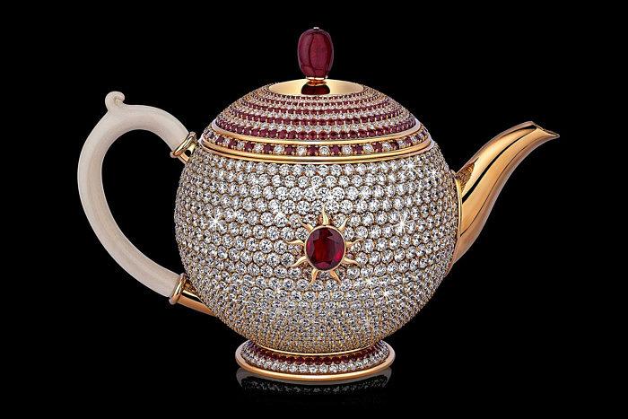 Чайник Egoist, украшенный бриллиантами и рубинами