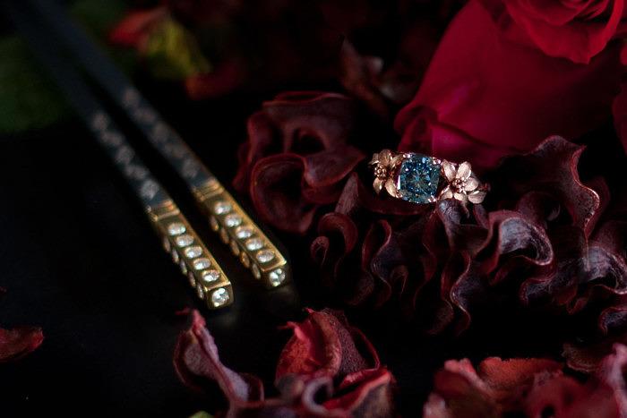 Драгоценные палочки и кольцо Jane Seymour с голубым бриллиантом