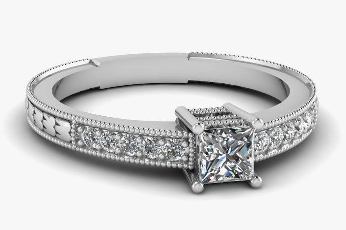 Кольцо с бриллиантом в огранке «Принцесса» в оправе из белого золота. Фото: Fascinating Diamonds