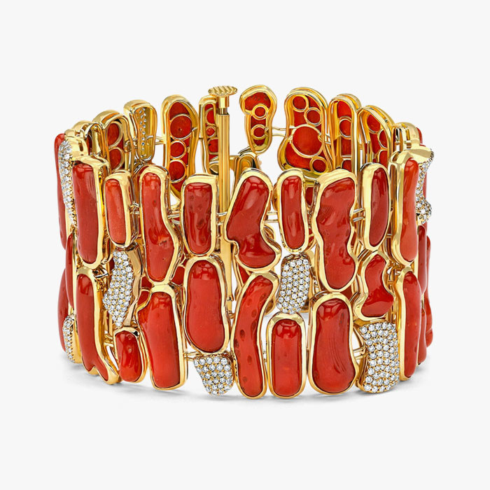 Браслет с красными кораллами и бриллиантами от Pamela Huizenga
