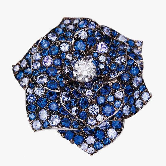 Брошь-цветок с сапфирами и бриллиантами от Piaget