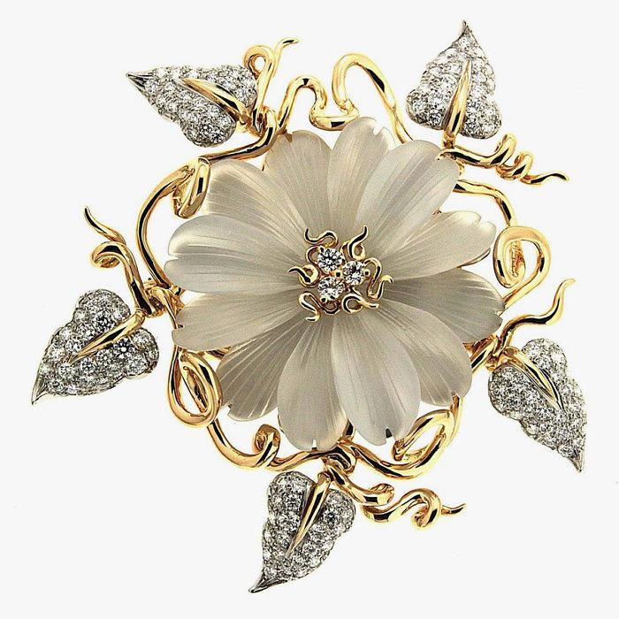 Золотая брошь-цветок от Valentin Magro