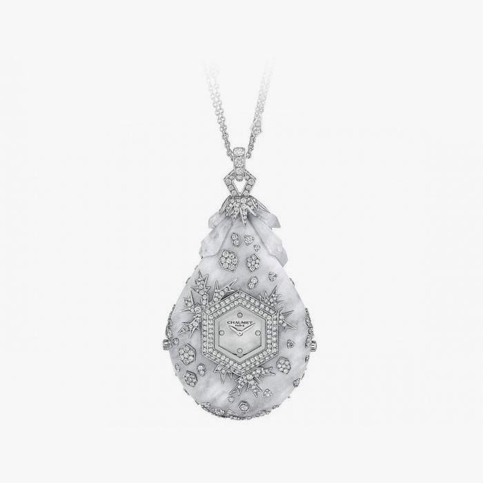 Часы в кулоне с горным хрусталем и бриллиантами от Chaumet