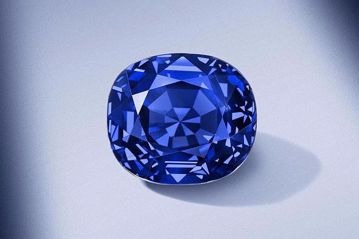 Кольцо с кашмирским сапфиром весом 14,3 карата