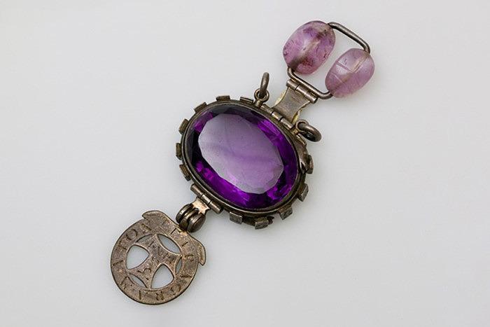 «Делийский фиолетовый сапфир» или «Аметист» Герона-Аллена