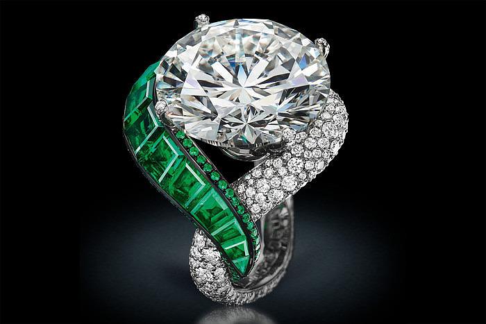Кольцо Folies от de Grisogono с бриллиантами и изумрудами