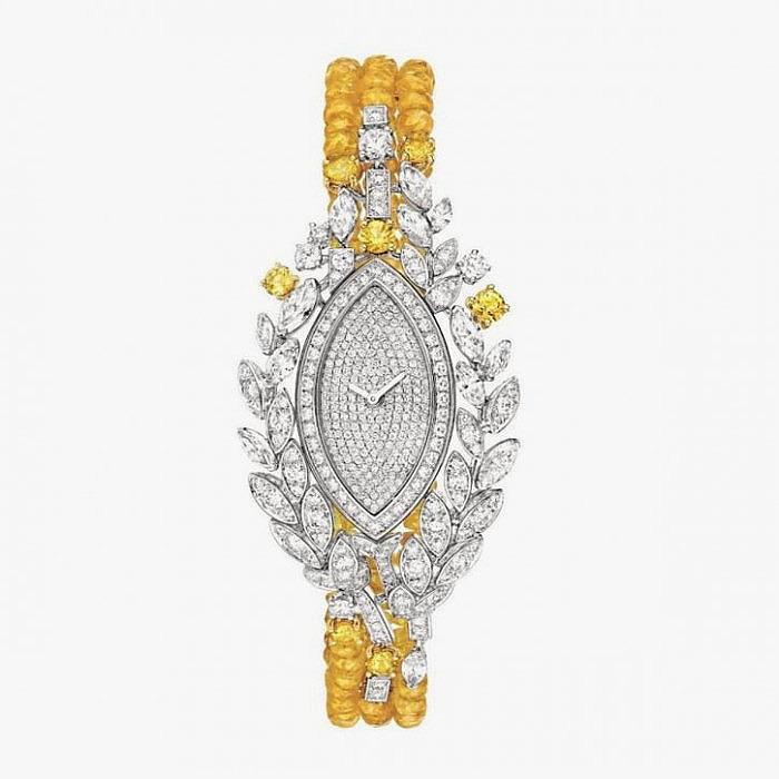 Часы из золота с бриллиантами и сапфирами от Chanel