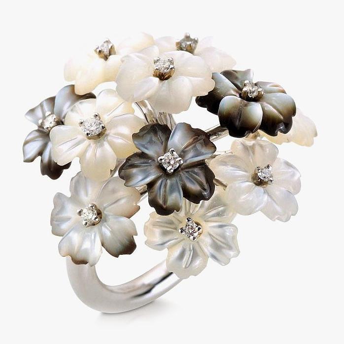 Кольцо с резными цветами из перламутра и бриллиантами от Padani