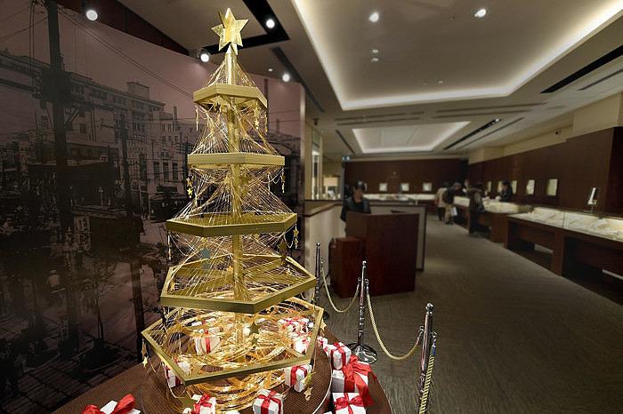 Рождественская ёлка Ginza Tanaka из золота
