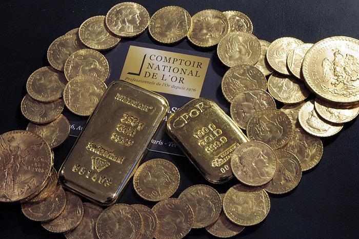 Монеты и слитки, найденные в унаследованном доме. Фото Bertrand Guay, AFP/Getty Images