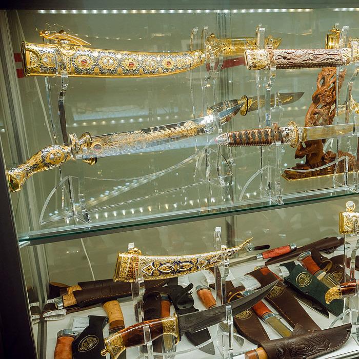 Коллекционное оружие выставки Сокровища Петербурга